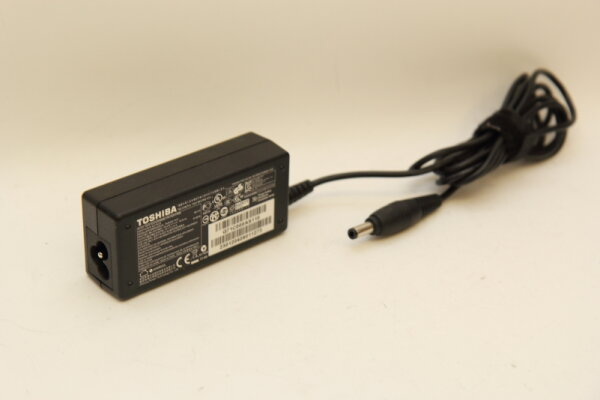 Toshiba Original 45 Watt Netzteil 19V 2,37A Stecker 5,5mm/2,5mm PA3822E-1AC3 PA3822U-1ACA